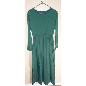 Dresses & Skirts - Green long sleeve maxi dress with pockets